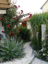 Granitsäulen mit Rosenbogen