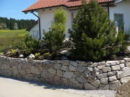 Mauer aus Raumünzacher-Granit