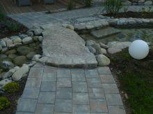 Steinbrücke aus Granitplatten