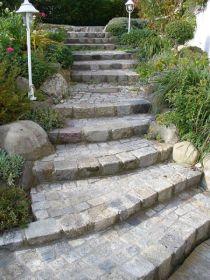 Treppenanlage aus Granitgroßkopf